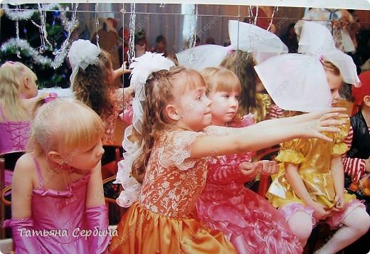 Первое платье, которое я сшила старшей доченьке на выпускной в садик. Модель придумала сама: фото 14