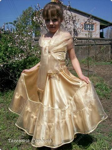 Первое платье, которое я сшила старшей доченьке на выпускной в садик. Модель придумала сама: фото 1