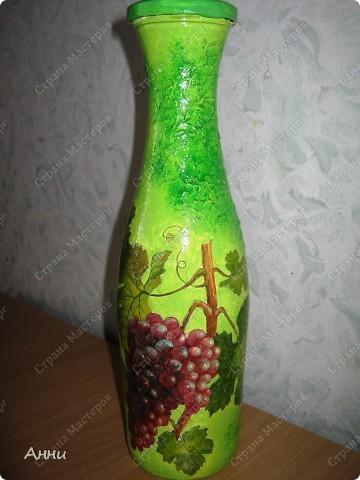 Вот очередная коллекция декупажных бутылок. Руки так и чешутся куда-то, что-то приклеить. Но бутылки самый подходящий материал. Если хорошо получилась - можно подарить или продать, если плохо - не жаль выбросить. Вот с приходом весны захотелось чего-то яркого, весёлого. В результате получилась  такая разнообразная коллекция. В зелёном цвете. фото 1