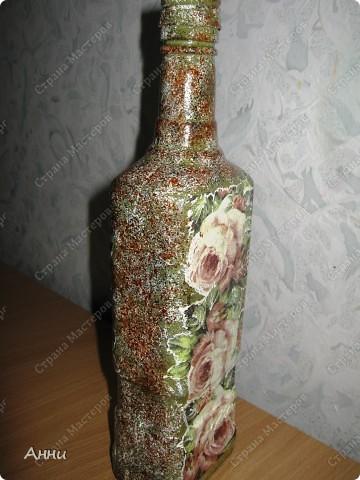 Вот очередная коллекция декупажных бутылок. Руки так и чешутся куда-то, что-то приклеить. Но бутылки самый подходящий материал. Если хорошо получилась - можно подарить или продать, если плохо - не жаль выбросить. Вот с приходом весны захотелось чего-то яркого, весёлого. В результате получилась  такая разнообразная коллекция. В зелёном цвете. фото 19