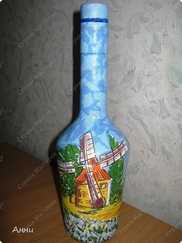 Вот очередная коллекция декупажных бутылок. Руки так и чешутся куда-то, что-то приклеить. Но бутылки самый подходящий материал. Если хорошо получилась - можно подарить или продать, если плохо - не жаль выбросить. Вот с приходом весны захотелось чего-то яркого, весёлого. В результате получилась  такая разнообразная коллекция. В зелёном цвете. фото 11