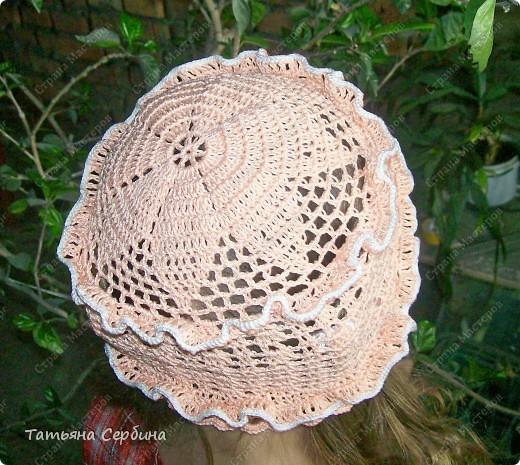 Описание этой  летней шапочки нашла в Интернете и  вязала по МК, только сделала 2 рюши ( в образце было 3).   фото 2