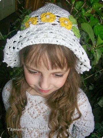 Описание этой  летней шапочки нашла в Интернете и  вязала по МК, только сделала 2 рюши ( в образце было 3).   фото 6