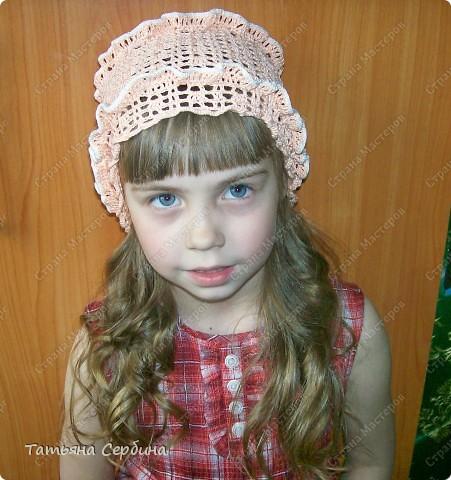Описание этой  летней шапочки нашла в Интернете и  вязала по МК, только сделала 2 рюши ( в образце было 3).   фото 3