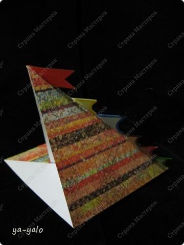 """Еще одна открытка к Последнему звонку с силуэтом, вырезанным и любезно предоставленным мне Людой (Likmiass). Наш творческий тандэм продолжает свой путь!! Теперь моя любимая стойка-уголок представилась мне лестницей - лестницей успеха Итак, открытка № 8 """"Дерзай!"""" -это её девиз (может, не очень удачный, больше ничего подходящего не нашла)) Осталось 7! фото 5"""