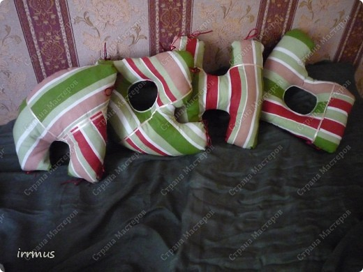 идея  букв-подушек подсмотрена в интернете.. вот не вспомню-где конкретно. они и по отдельности уютные думочки, и сложенные в чехол-наволочку на молнии будут просто подушкой. фото 4