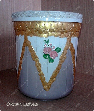 """Мама попросила """"повеселить"""" скучную пластиковую банку, что-то типа вазочки сделать. Вот что получилось. фото 1"""