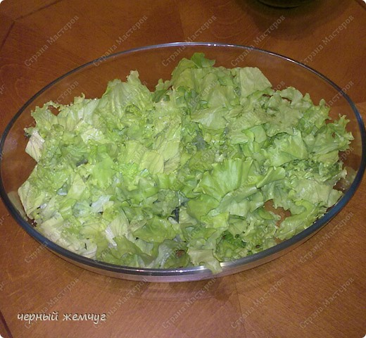 Для этого салата Вам потребуются: семга с/с (можно взять копченый лосось),  манго, лист салата, соевый соус, чеснок и оливковое масло. фото 2