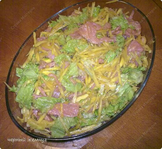 Для этого салата Вам потребуются: семга с/с (можно взять копченый лосось),  манго, лист салата, соевый соус, чеснок и оливковое масло. фото 6