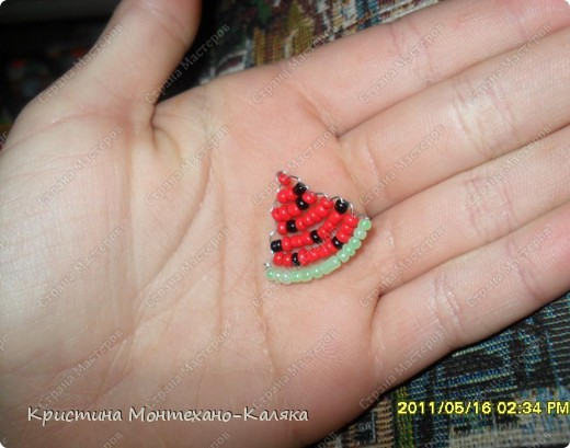 схема взята здесь: http://blot.ru/forum/index.php?showtopic=8899 Для плетения этой схемы нам понадобится: 13 зеленых  29 красных 8 черных бисеринок  Продеваем нить как показано на схеме плетения, и в конце завязываем двойной узел.   Кто не понимает пишите помогу. фото 2