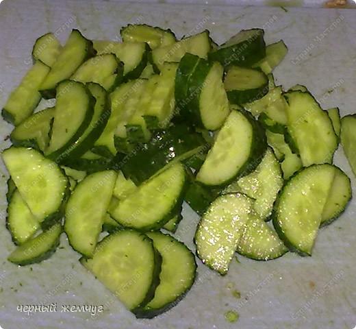 Салат Витаминный : молодая капусточка, свежие огурчики и редиска,  лист салата, красный болгарский перец, зелень и  нерафинированное подсолнечное масло. фото 6