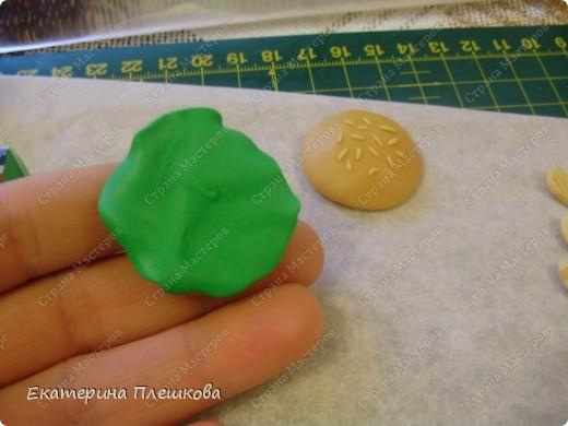 Карамельный цвет пластики нужно смешать с белым, т.к. сам карамельный давольно темноват для нашей булки. фото 4