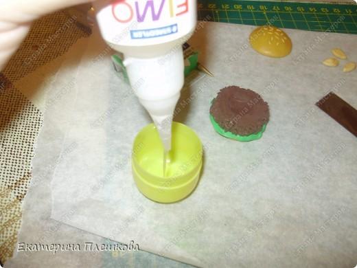 Карамельный цвет пластики нужно смешать с белым, т.к. сам карамельный давольно темноват для нашей булки. фото 8