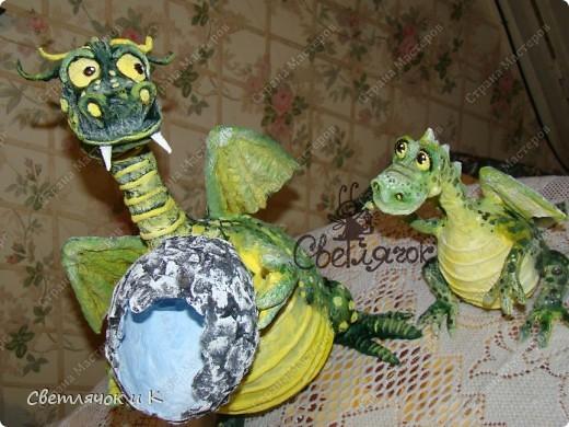 Вот такая семья дракошиков поселилась у нас в квартирке) Мама дракониха и малыш драконёныш.Только что, вот совсем недавно из яйца вылупился) фото 2