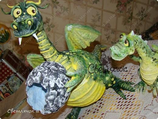Вот такая семья дракошиков поселилась у нас в квартирке) Мама дракониха и малыш драконёныш.Только что, вот совсем недавно из яйца вылупился) фото 4