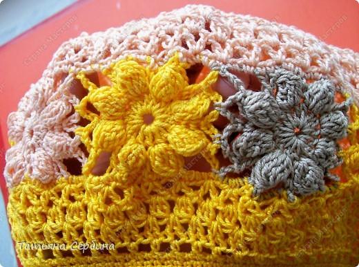 Берет связала из остатков ярко-жёлтой,  нежно-розовой и бежевой пряжи. фото 11