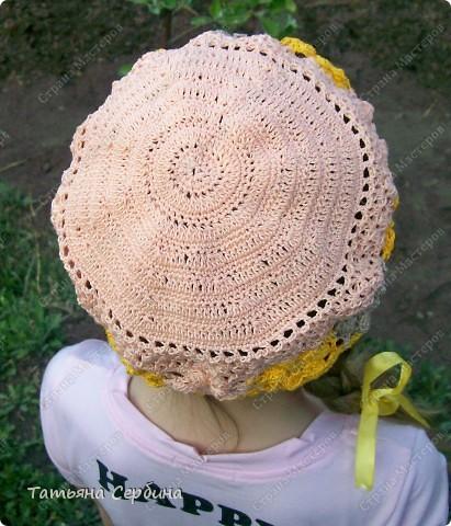 Берет связала из остатков ярко-жёлтой,  нежно-розовой и бежевой пряжи. фото 13