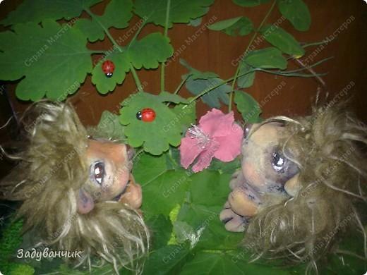 Ёжики, два братца, из солёного теста. Здесь они на крыше, убежали погулять)) фото 11