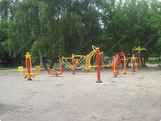 Вот такие комплексы стоят в парках и скверах Харькова фото 1