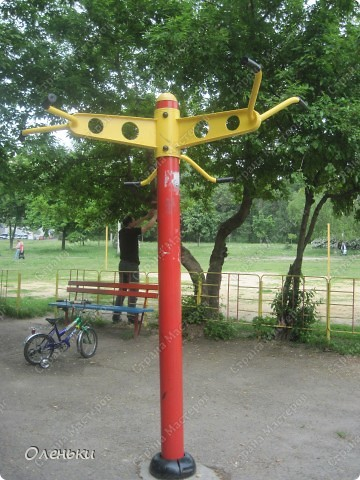 Вот такие комплексы стоят в парках и скверах Харькова фото 10