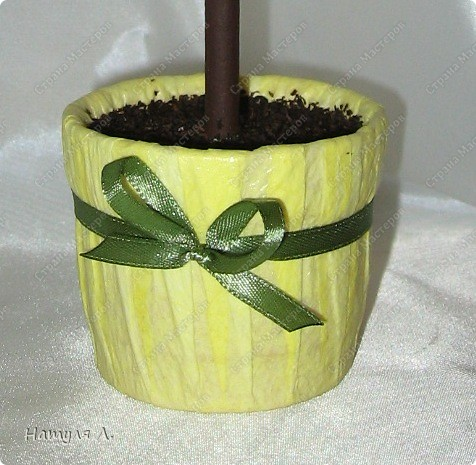 Девочки, хочу немного рассказать и показать как я делаю такие деревья.  По бутонам роз смотрите здесь  http://stranamasterov.ru/node/192686   фото 17