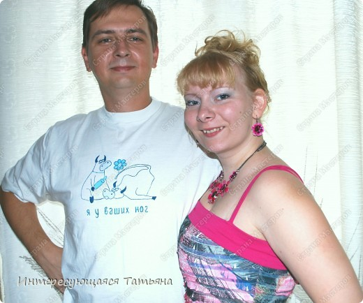 Обычная белая футболка  (на фото, к сожалению, желтоватой получилась) и краски для ткани. Сюжет нашла в интернете. фото 3