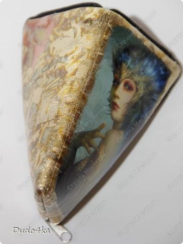 Чехол для телефона, из искусственной кожи, декорированный в технике декупаж, с отделкой золотой окисленной поталью. фото 2