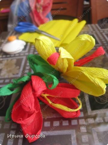 Сегодня вечером Ася приехала с турслёта, и привезла цветы!!!Мне они очень понравились. Я спросила Асю, помнит ли она, как делаются цветы, и Ася без промедления стала мне показывать. Так родился Мастер - класс от Асюши. фото 3