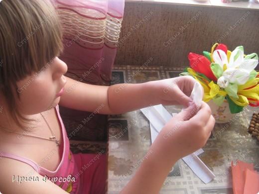 Сегодня вечером Ася приехала с турслёта, и привезла цветы!!!Мне они очень понравились. Я спросила Асю, помнит ли она, как делаются цветы, и Ася без промедления стала мне показывать. Так родился Мастер - класс от Асюши. фото 12