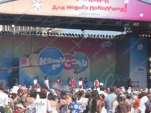 Итак, в час дня мы приехали в Парк Горького. Как и было заявлено - вход свободный. Ура! Но, как только мы вошли - народу - ТЬМА!!!Жарко!!! фото 10