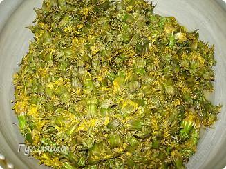Понадобятся терпение и хорошое настроение и еще... 350-400 шт цветочков одуванчика, 2 кг сахарного песка, 1 литр воды холодной, 1 лимон или апельсин, 2 ч.лож лимонной кислоты фото 4