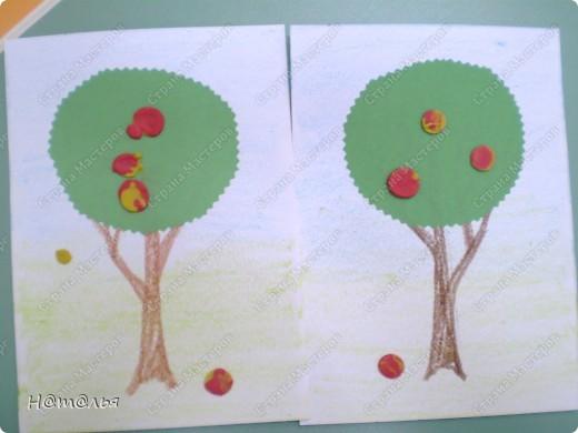 Перебирала свои фотографии, нашла кое-что из детского творчества, которое фотографировала в течение года. Подсолнух. Рисование пальчиками. Стебель и листья рисовала сама, дети рисовали пальцами цветок. фото 7