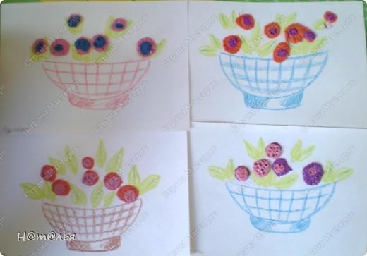 Перебирала свои фотографии, нашла кое-что из детского творчества, которое фотографировала в течение года. Подсолнух. Рисование пальчиками. Стебель и листья рисовала сама, дети рисовали пальцами цветок. фото 4