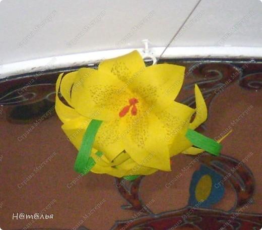 Такие лилии были сделаны для украшения музыкального зала в детском саду ( по книге http://stranamasterov.ru/litera/flowers.html?tid=67) фото 5