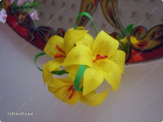 Такие лилии были сделаны для украшения музыкального зала в детском саду ( по книге http://stranamasterov.ru/litera/flowers.html?tid=67) фото 6