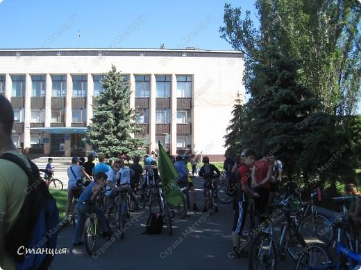 28 мая проходил Всеукраинский велодень. Наши активисты-велосипедисты во главе с руководителем кружка велосипедного туризма нашей СЮТ инициировали проведение велодня и у нас в городе. Выставляю их так поздно потому, что только сегодня собрала весь материал, как говорится, в кучку. То есть некоторые фото здесь сделаны не мной, а нашим бессменным и неутомимым оператором Женей, за что ему отдельное спасибо :) фото 2