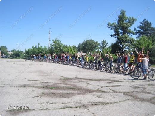 28 мая проходил Всеукраинский велодень. Наши активисты-велосипедисты во главе с руководителем кружка велосипедного туризма нашей СЮТ инициировали проведение велодня и у нас в городе. Выставляю их так поздно потому, что только сегодня собрала весь материал, как говорится, в кучку. То есть некоторые фото здесь сделаны не мной, а нашим бессменным и неутомимым оператором Женей, за что ему отдельное спасибо :) фото 9