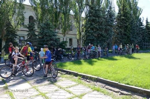 28 мая проходил Всеукраинский велодень. Наши активисты-велосипедисты во главе с руководителем кружка велосипедного туризма нашей СЮТ инициировали проведение велодня и у нас в городе. Выставляю их так поздно потому, что только сегодня собрала весь материал, как говорится, в кучку. То есть некоторые фото здесь сделаны не мной, а нашим бессменным и неутомимым оператором Женей, за что ему отдельное спасибо :) фото 3