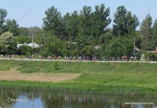 28 мая проходил Всеукраинский велодень. Наши активисты-велосипедисты во главе с руководителем кружка велосипедного туризма нашей СЮТ инициировали проведение велодня и у нас в городе. Выставляю их так поздно потому, что только сегодня собрала весь материал, как говорится, в кучку. То есть некоторые фото здесь сделаны не мной, а нашим бессменным и неутомимым оператором Женей, за что ему отдельное спасибо :) фото 8