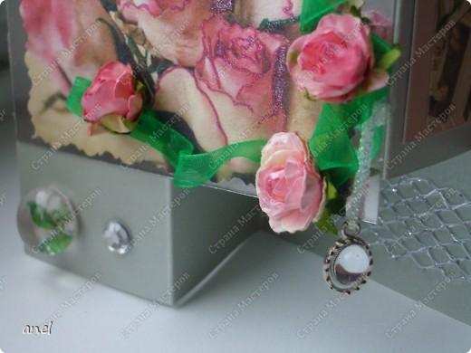 По этому М.К. сделала вот такую открыточку  http://stranamasterov.ru/node/57010  Обычный стеклянный камушек я обклеила с обратной стороны маленьким кусочком салфетки с рисунком,смотрится очень интересно! фото 5
