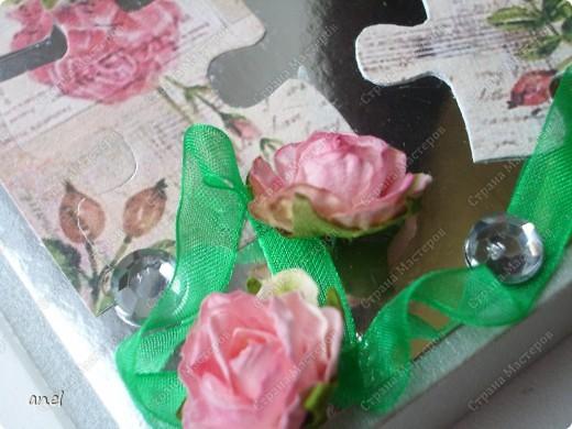 По этому М.К. сделала вот такую открыточку  http://stranamasterov.ru/node/57010  Обычный стеклянный камушек я обклеила с обратной стороны маленьким кусочком салфетки с рисунком,смотрится очень интересно! фото 9