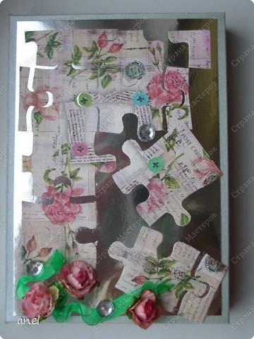 По этому М.К. сделала вот такую открыточку  http://stranamasterov.ru/node/57010  Обычный стеклянный камушек я обклеила с обратной стороны маленьким кусочком салфетки с рисунком,смотрится очень интересно! фото 10
