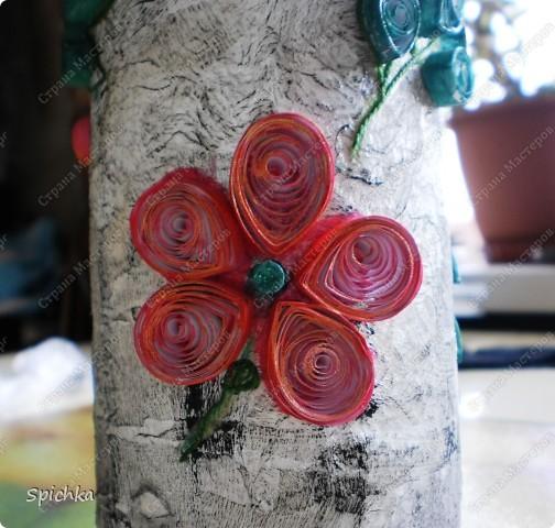 на лепестках цветов написано послание... фото 5
