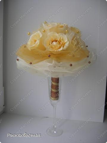 """Добрый вечер всем мастерицам! Выставляю на Ваш суд мою первую работу на свадьбу! Тема свадьбы """"ШОКОЛАД"""" поэтому у невесты дубль букет из розочек с конфетами. Бусины в оформлении тоже коричневые в тон шоколаду!  фото 4"""