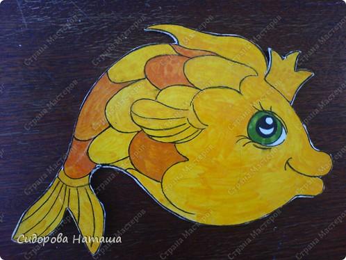 Рыбки нарисованы гуашью на бумаге,  приклеены к картону и обклеены скотчем..... знаете же детей .... слюньки:) вы наверно подумаете...сколько же магнитиков надо?!... фото 3