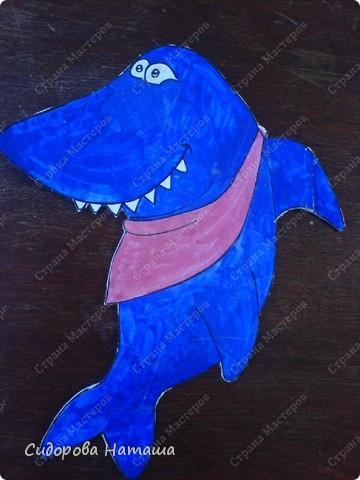 Рыбки нарисованы гуашью на бумаге,  приклеены к картону и обклеены скотчем..... знаете же детей .... слюньки:) вы наверно подумаете...сколько же магнитиков надо?!... фото 5
