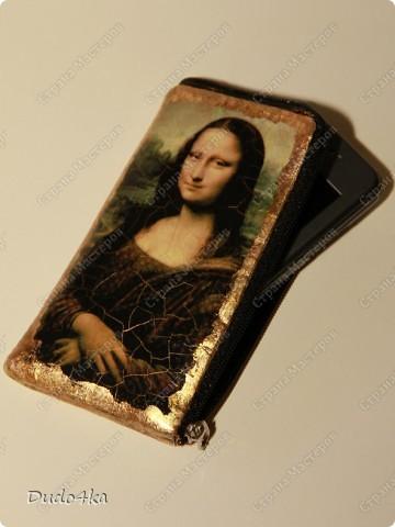 Чехол для телефона, из искусственной кожи, декорированный в технике декупаж, искусственно состаренный, с отделкой золотой окисленной поталью. фото 1