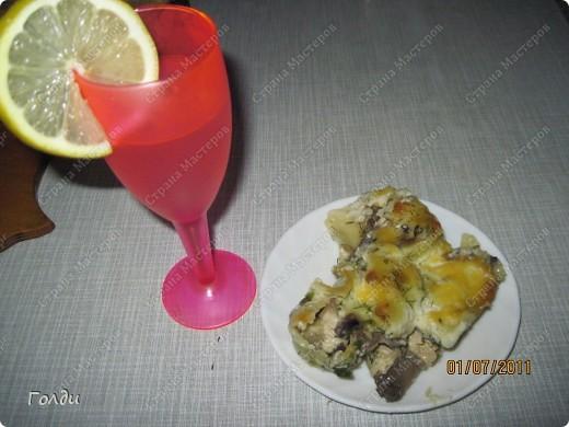 В жару постоянно хочется пить, я очень люблю лимонад. Нет,покупным лимонадом травиться не будем,сделаем свой. )))) Самый простой рецепт на скорую руку. Свежевыжатый сок апельсина и лимона+ холодная кипячёная вода + сахар. Делаю обычно  на глаз, здесь сок 2х апельсинов. пол -лимона, примерно 2,5стакана воды. 3 ст.ложки сахара. Если кисло.добавьте сахар)))) Охладить,добавить лёд. фото 2