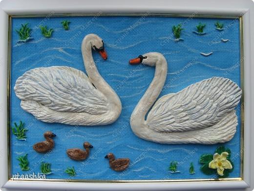 Сделано из соленого теста, идею взяла с рисунка на вафельном полотенце....)))) и подарила картину подруге на д.р..