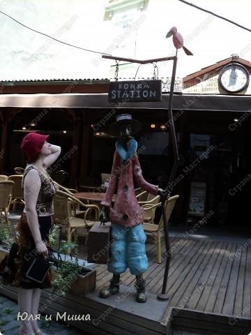 На улице Шардени Вас встретит вот такой тамада. Потому что посвящена она прежде всего отдыху туристов - всевозможным кафе и ресторанам. фото 2